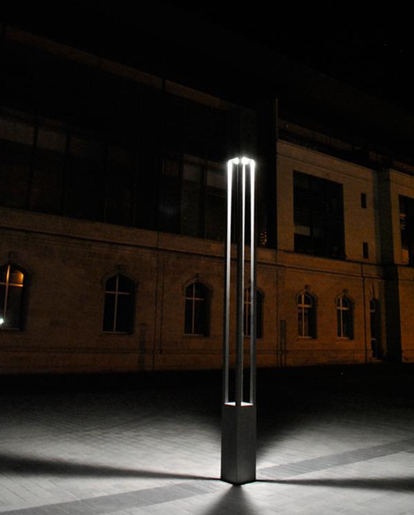 Mobilier urbain inox mat inox carr avec porte de visite avec serrure vis pour clairage for Poteau eclairage exterieur